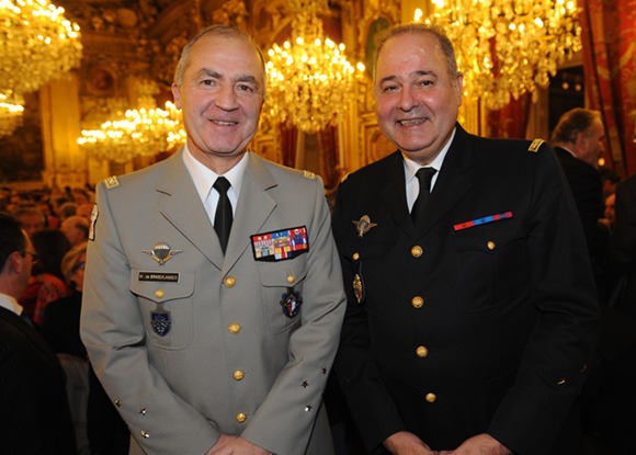 13. Le général Martial de Braquilanges, gouverneur militaire de Lyon et Jean-Patrick Ridao, général de division de gendarmerie Rhône-Alpes
