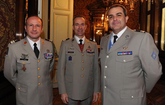 16. Les lieutenants colonels Bernard Godini, Jean-Philippe Enderle et Salvador Esteban