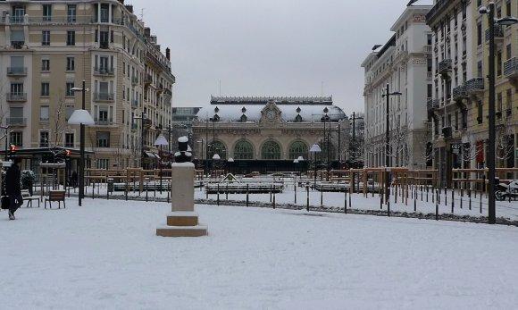 Passe-moi l'sel. La neige va compliquer la circulation vendredi à Lyon