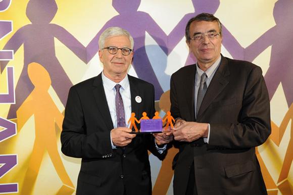 20. Gérard Soula (Adocia) et Jean-Jack Queyranne, président de la Région Rhône-Alpes