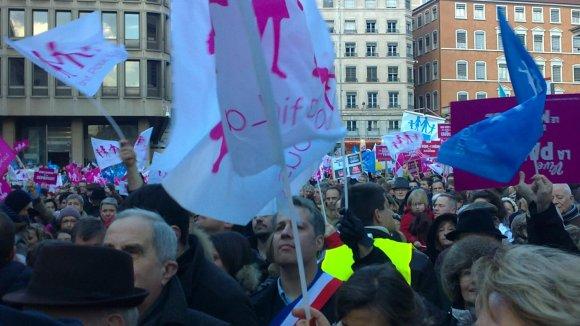 Hollande sur France 2. Les anti-mariage gay vont klaxonner jeudi soir à Lyon