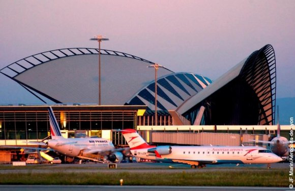 Aéroports de Lyon décolle tranquillement