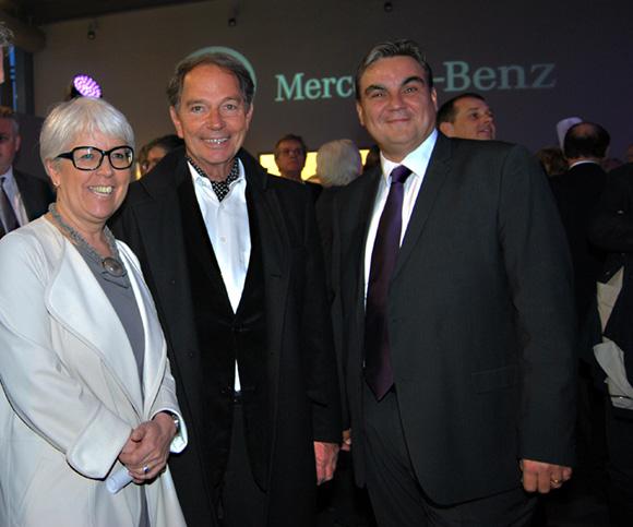 22. Christiane Demontès (Maire de Saint-Fons et Sénatrice du Rhône), Jean-Pierre Calvel (Grand Lyon) et Frédéric Bouillé (Directeur Général Mercedes-Benz Lyon)