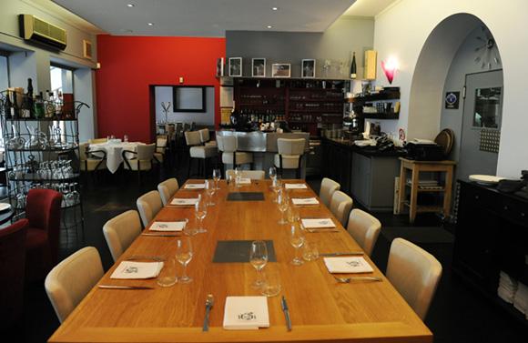 4. La table d'hôtes peut accueillir de 7 à 10 convives