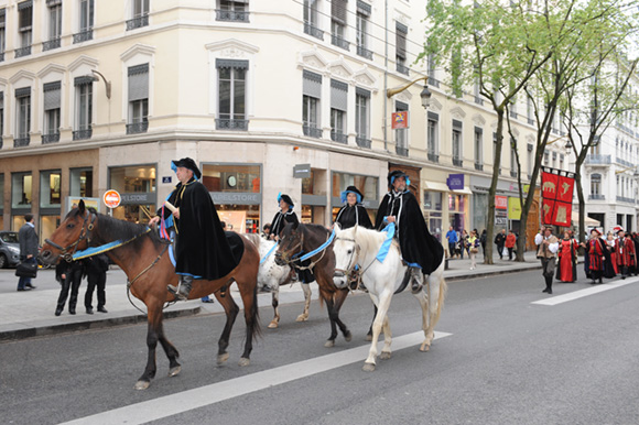 1. La cavalerie arrive