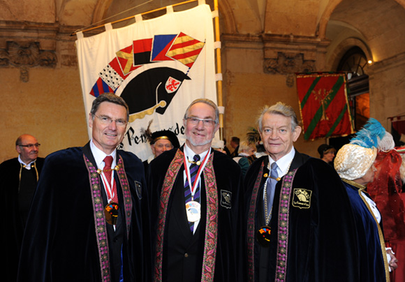 14. Christian Gelpi, président des Pennons de Lyon, Jean-Jacques Gabut et Georges Penato, consul du Mali