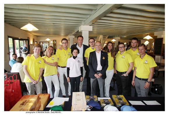 24. Les organisateurs et l'équipe du Golf club