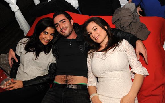 8. Stéphanie, Julien et Stéphanie