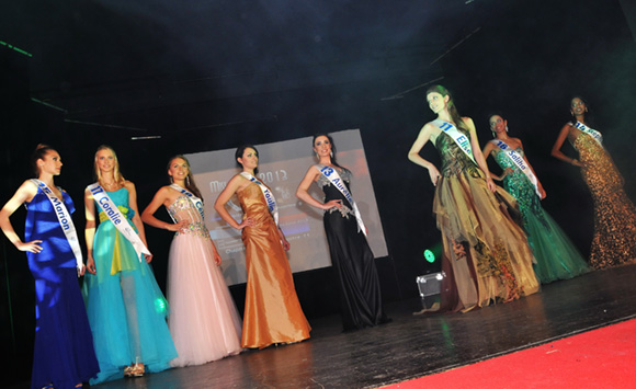 9. Les candidates en robe de soirée