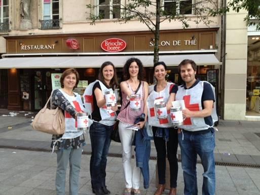 La Croix-Rouge organise un flashmob contre la précarité