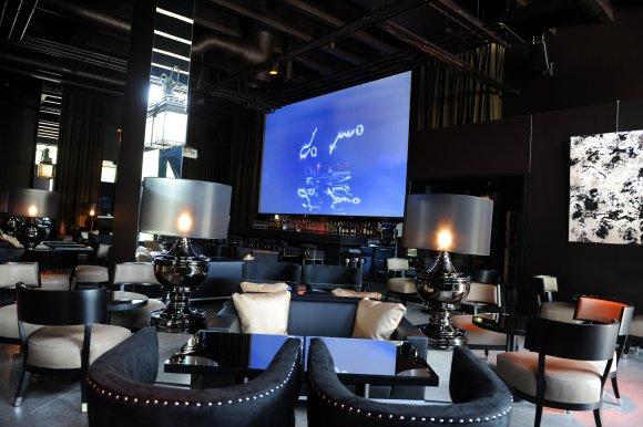 un nouvel espace lounge pour le do mo. Black Bedroom Furniture Sets. Home Design Ideas