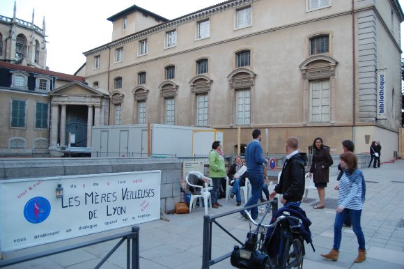 Les «Mères Veilleuses» s'installent à Lyon
