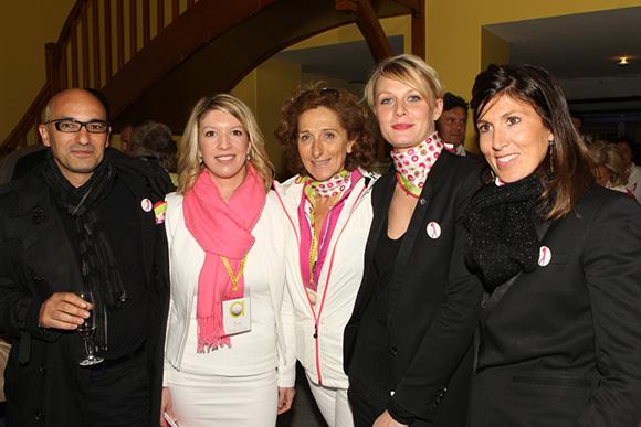 10. Jean Borges, directeur du Printemps Lyon, Bertille Bourbon-Toutut et Brigitte Honegger, deux des organisatrices du Trophée, Deborah et Sophie Rochas du Printemps Lyon.