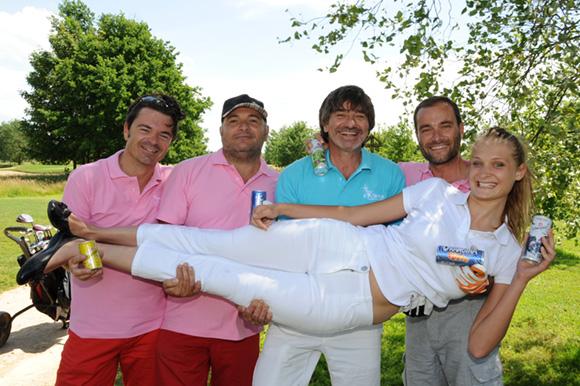 42. Cameron Dias dans les bras de Stéphane Dunoyer, Thierry Seror, Michel Neyret et Serge Gradante