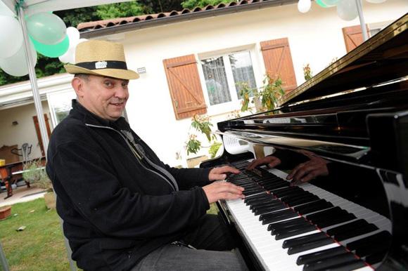 8. Le pianiste Philippe de la maison Costa Piano