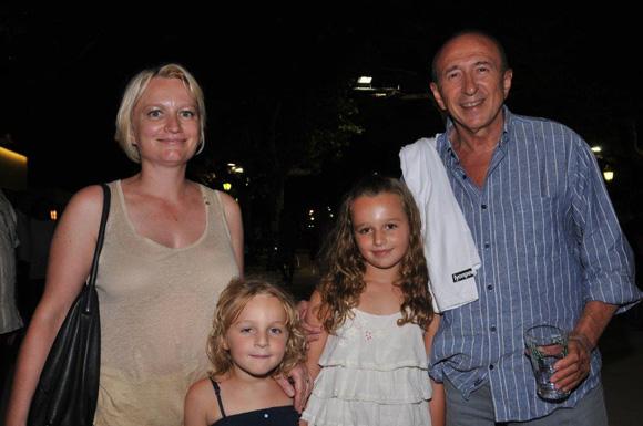 33. Caroline et Gérard Collomb accompagnés de leurs filles Clémence et Camille