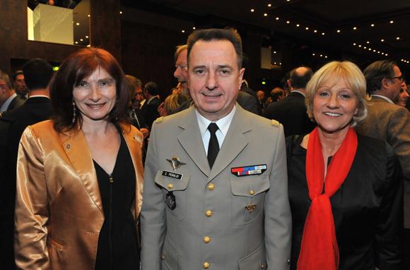 16. Isabelle Gonon (Byblos Groupe), Le général Christian Peraldi et la photographe Evelyne Cureau