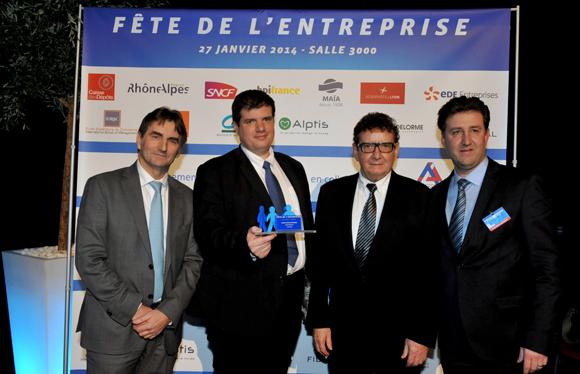 28. Trophée de la transmission d'entreprise remis par Pierre Villefranque (BPI France), Lionel Forest, André et Philippe (André Forest sarl)