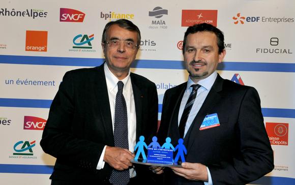 29. Trophée de l'international remis par Jean-Jack Queyranne, président Région Rhône-Alpes à Christophe Ray (Polyuréthane industrie manutention pim sas)