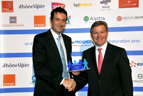 32. Trophée de la responsabilité sociale de l'entreprise remis par Jean-Paul Babey (ALPTIS) à Fabrice Poncet (La fabrique (A2P)