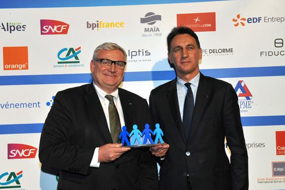 36. Trophée du chef d'entreprise de l'année remis par Christophe Gruy, président du groupe MAÏA à Pascal Nadobny (ADDEV)