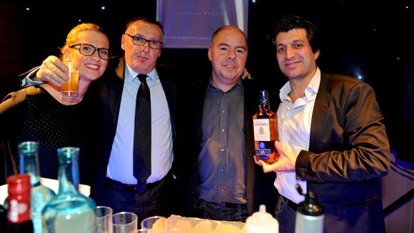 52. Aurélie, Marc Jean, Jean Burdy et Tony sur l'espace Ballantines