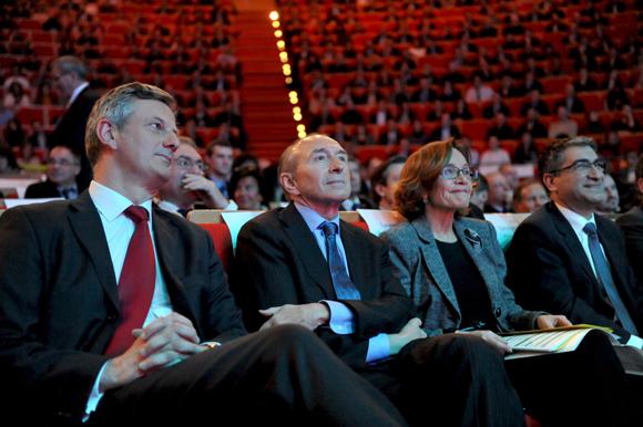6bis. Pierre Fanneau, DG du Progrès, Gérard Collomb, sénateur maire de Lyon, Laurence Eymieu, directrice régionale de la SNCF et Christian Missirian (EDF)