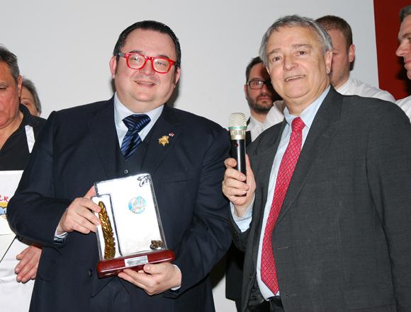 22. Le trophée de Lyon Saveurs remis à Fabrice Sommier