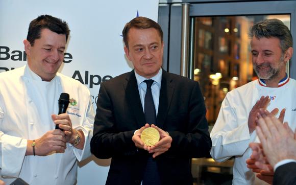 36. La médaille des Toques Blanches Lyonnaises remise à Bruno Deschamp