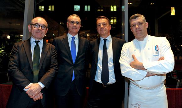 38. Yvon Léa, président de la Banque Rhône-Alpes, Philippe Aymerich, Bruno Deschamp, président de la SMC et le chef Laurent Bouvier, président des Toques Blanches lyonnaises