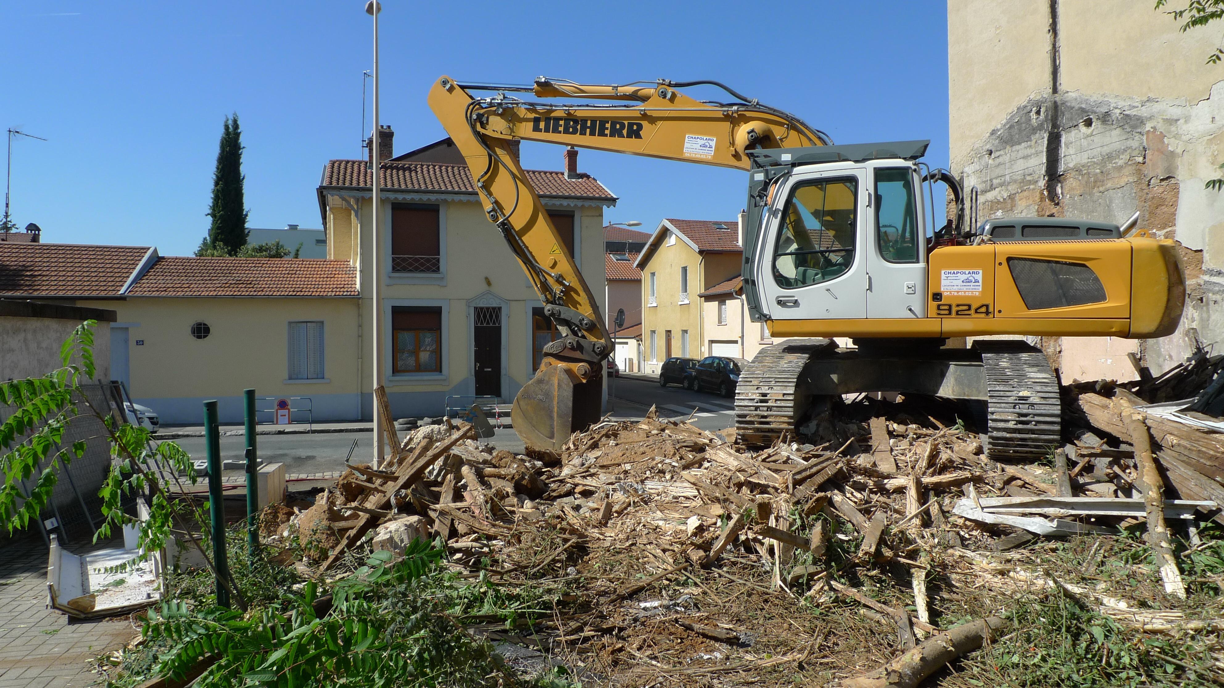 50 maisons rasées depuis 2001. Montchat village martyr