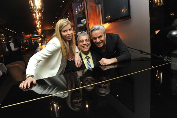 1. Corinne Joly, le pianiste Jean-Jacques Gaillard et Marc Joly (Carmelina)