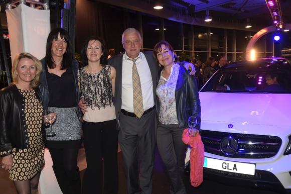 30. Bernard Trux (Mercedes-Benz) et ses amies