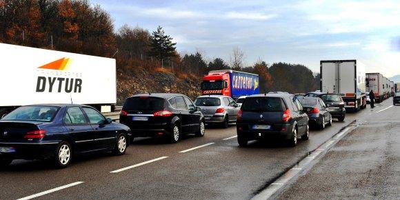 Au volant, les Lyonnais perdent leur temps et leur argent