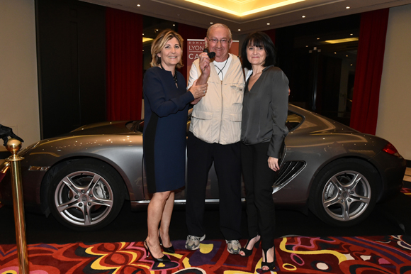 14. Chantal Partouche, le gagnant Henri Menoud et Cathy Merli