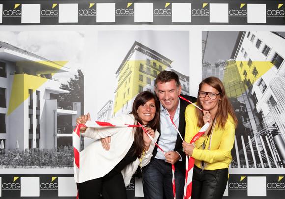 38. Nico (Lyon People) entouré de Cécile et Mélanie, les organisatrices de la soirée COEG
