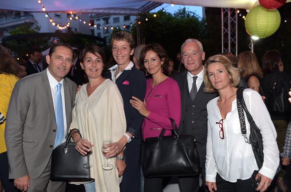 38. Christelle, Sonia et leurs amis