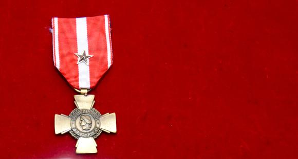 1. La croix de la valeur militaire avec étoile d'argent