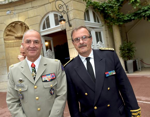 20. Le général Martial de Braquilanges, gouverneur militaire de Lyon et Jean-François Carenco, Préfet du Rhône