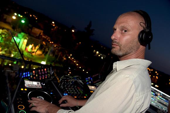 49. Le DJ Misteryan