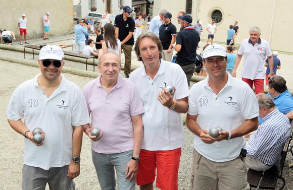 1. Gérard Collomb entouré des organisateurs Jean-Philippe Caille, Hugues Ducrot et Jean-Michel Abou