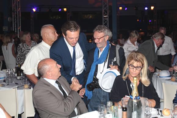 16. Poignée de mains cordiale entre Gérard Collomb, maire de Lyon, et du nouveau maire du 6ème Pascal Blache