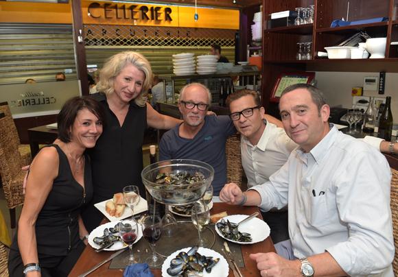 29. La table de la maison Cellerier, Véronique, Nataly, Jaj, Pierre- Guy et Alain