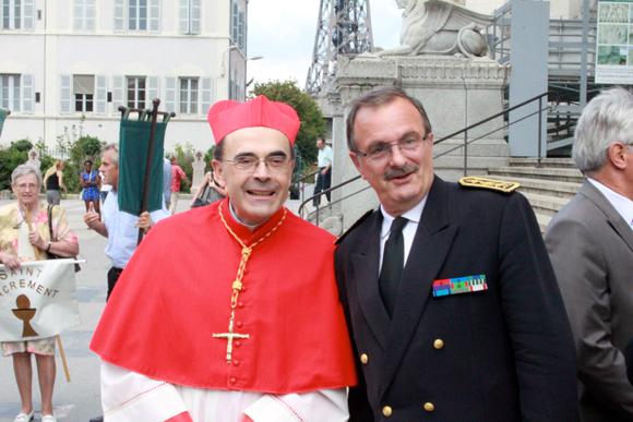 9. ...pour saluer l'autorité spirituelle de Lyon, quitte à faire grincer quelques dents laïques