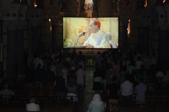 22. Pour faire face à l'affluence, la messe est retransmise chaque année depuis la crypte de Fourvière
