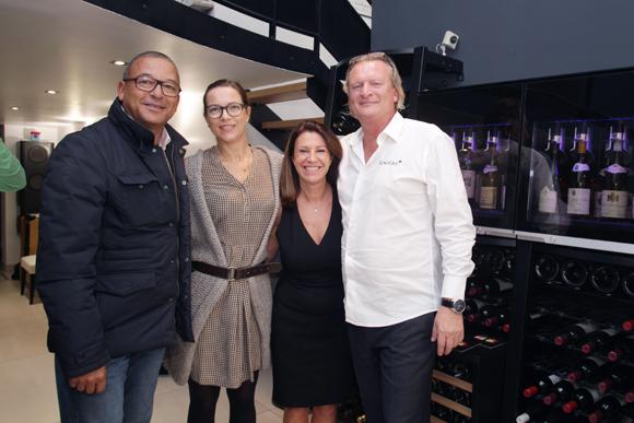 16. Tony Goupil (Champagne Pommery), son épouse Anne (DB Associés), Paola et Eric Verbrugge (EuroCave)