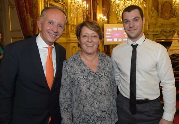 29. Eric Vernusse, président du club de la Com, Christine Legrand (CPE Lyon) et Clément Vuilleumier (BDE info com)
