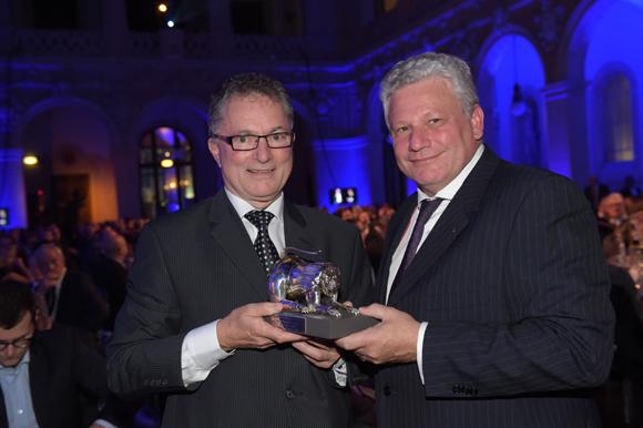 30. Frédéric Josenhans (Mercure/Novotel France) et Dominique Piron, Trophée Vin & Vigneron de l'année (Morgon Côte de Py)