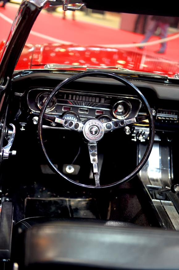 37. Intérieur d'une Mustang décapotable