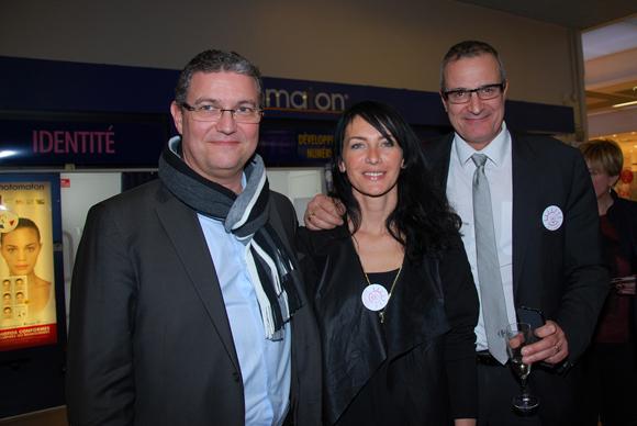 15. Jean-Marie Brial (Directeur du Centre du Pôle Carrefour Ecully),Lola (Liv & Lumière) et Hervé Schirvanian (Chef de secteur Carrefour Ecully)